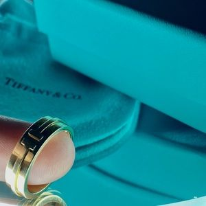 Authentic Tiffany T Two Ring yellow gold size 6